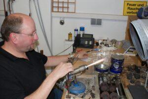 am Brenner entsteht der Glas-Rohling